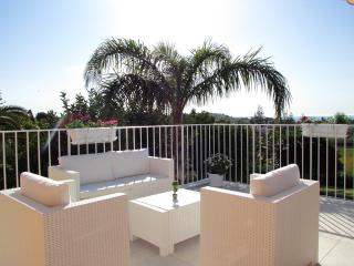 Beautiful 2 bedroom Pozzallo Apartment with Internet Access - Pozzallo vacation rentals