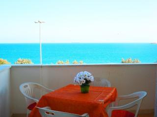 Comfortable 2 bedroom Pozzallo House with A/C - Pozzallo vacation rentals
