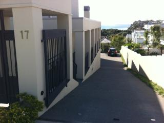 Lovely 1 bedroom Mairangi Bay Apartment with Internet Access - Mairangi Bay vacation rentals