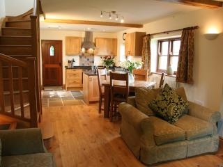 Beautiful Cottage with Deck and Internet Access - Wetton vacation rentals