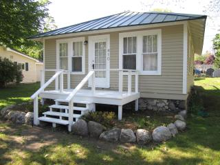 2 bedroom Cottage with Deck in Charlevoix - Charlevoix vacation rentals