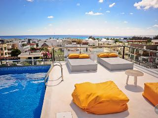 Heavenly condo, toward the beach, suitable for 6 - Playa del Carmen vacation rentals