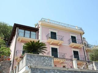 Spacious 4 bedroom Condo in Taormina - Taormina vacation rentals