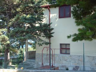 Gargano S.Menaio 4-9 beds 2 bathrooms in big apartment in Villa Matassa - San Menaio vacation rentals