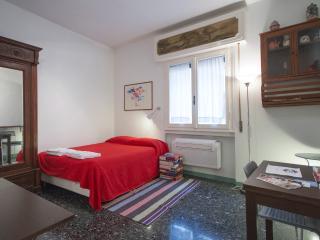 Ponte Vecchio studio - Florence vacation rentals