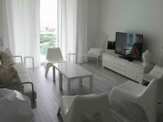 Beautiful Vacation Apartment for 4 Guest! - Hollywood vacation rentals