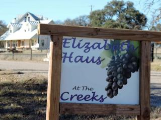 Elizabeth\'s Haus by the Creek - The Tree House - Comfort vacation rentals