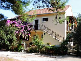 APARTMENTS ELA MIRCA Relaxing family holidays - Split vacation rentals