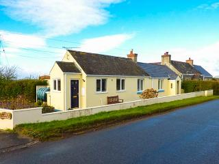 NUTKIN COTTAGE, all ground floor, Rayburn, off road parking, garden, in Cresswell Quay, Ref 916258 - Cresswell Quay vacation rentals