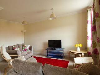 ROBIN'S NEST, bright and spacious, WiFi, en-suite facility, good for exploring coastline, in Northrepps, Ref 917575 - Northrepps vacation rentals