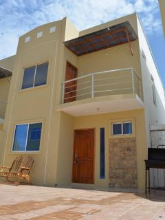 Beautiful House with Grill and Television - Playas vacation rentals