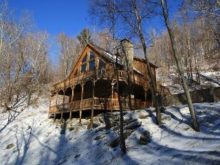 Scenic Serenity 4 bedroom cabin with a Grandfather Mtn view! - Vilas vacation rentals