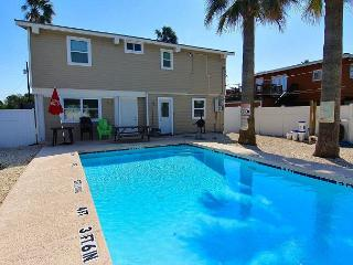 4 bedroom 2 bath home, Private Pool,  right in the heart of Port Aransas! - Port Aransas vacation rentals