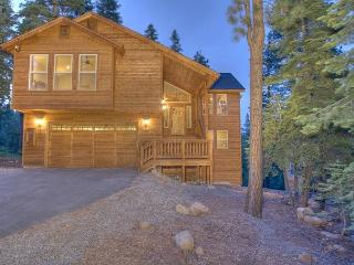 Ridgeline - Spacious 4 BR with Hot Tub & Peek Lake Views - Walk to trails! - North Tahoe vacation rentals