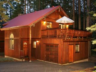 Tahoe Woods - 3 BR Quiet, Walk to Trails with Hot Tub and HOA Beach. Dogs OK - Lake Tahoe vacation rentals