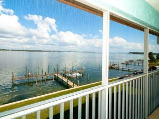 Beautiful Condo with Internet Access and Shared Outdoor Pool - Bradenton Beach vacation rentals