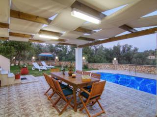 Beautiful villa in a quiet location, private pool - Rethymnon vacation rentals