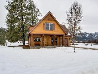 River-front, stream side luxury cabin with space for 12 - Garden Valley vacation rentals