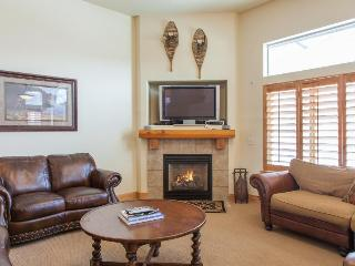 Upscale townhouse w/hot tub, pool & fitness room access! - Park City vacation rentals