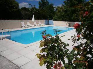 Charming Gite with Dishwasher and Satellite Or Cable TV in Chalais (Charente) - Chalais (Charente) vacation rentals