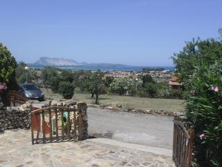 Nice Townhouse with Deck and Television - San Teodoro vacation rentals