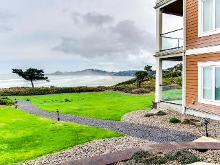 Oceanfront home with amazing views of Yaquina Lighthouse! - Newport vacation rentals