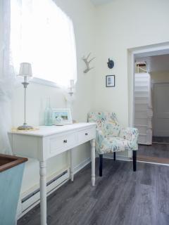 Cozy 2 bedroom Wellington Cottage with Deck - Wellington vacation rentals