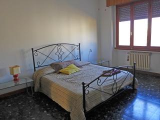 THE 4th FLOOR - Stanza doppia ampia e luminosa - Florence vacation rentals