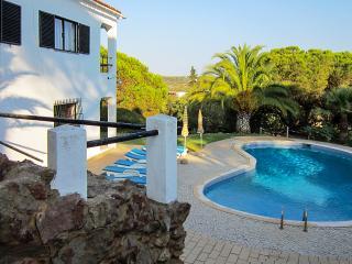 Vivenda Peralta, 6 Quartos e piscina privada, Porches, Lagoa - Lagoa vacation rentals