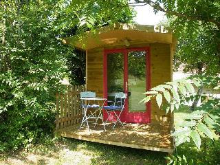 ROULOTTE   LA MESANGE  (Le domaine de Pécany) - Le Buisson-de-Cadoin vacation rentals