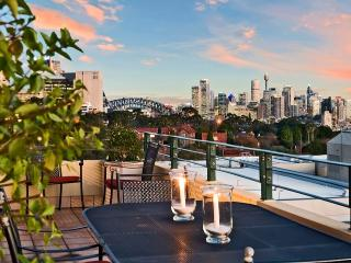 Wollstonecraft Wonder (close to North Sydney) - Hornsby vacation rentals