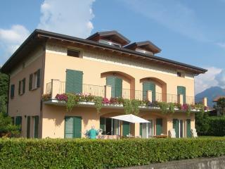 Villa dei Fiori - Luxury apt, Lake view and garden - Bellagio vacation rentals