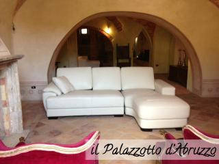 Palazzotto d'Abruzzo - The Italian great beauty - Loreto Aprutino vacation rentals