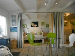 Perfect 1 bedroom Chalet in Padstow with Deck - Padstow vacation rentals