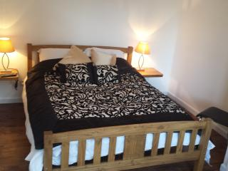 Luxury apartment, Central Headington with Parking - Oxford vacation rentals