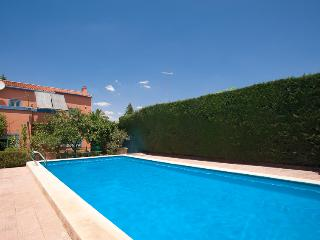 Perfectly located villa with pool - Alcala de Guadaira vacation rentals
