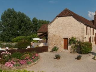 4 bedroom Gite with Internet Access in Hautefort - Hautefort vacation rentals