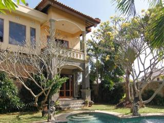 Beautiful 3 bedroom villa in Canggu close to beach - Seminyak vacation rentals