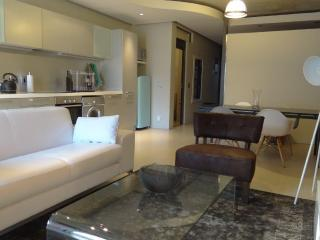 Elegant 1br apartment, De Waterkant, Cape Town - Sea Point vacation rentals