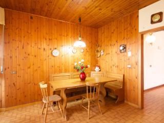 Nice Villa with Deck and Internet Access - Crecchio vacation rentals