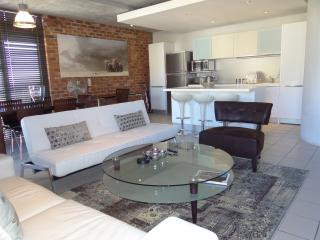 Elegant Duplex 1br apt, De Waterkant, Cape Town - Sea Point vacation rentals