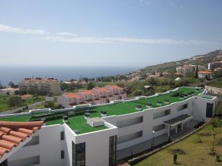 Paradisus I - New Modern With Shared Swimming Pool - Canico vacation rentals