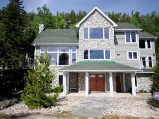 Gorgeous 4 bedroom Dyers Bay Cottage with Internet Access - Dyers Bay vacation rentals