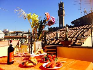 PONTE VECCHIO FLAT - beautiful terraces with view - Florence vacation rentals