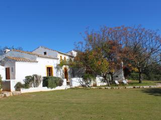 Casa típica algarvia - Quelfes vacation rentals