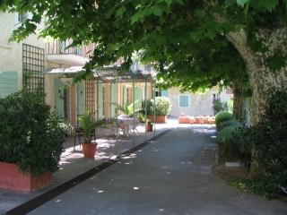 Accommodation in Orgon, Cote d'Azur - Provence - Orgon vacation rentals