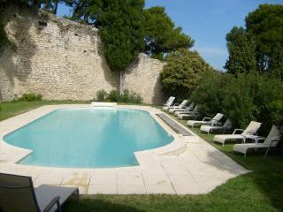 LES ARCADES Partie de château privative - Chateauneuf-de-Gadagne vacation rentals