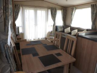 Roydon. Chalet 32,  Boat of Garten Holiday Park - Boat of Garten vacation rentals