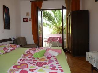 4 - Apartment with sea view balconies, near sea - Jelsa vacation rentals