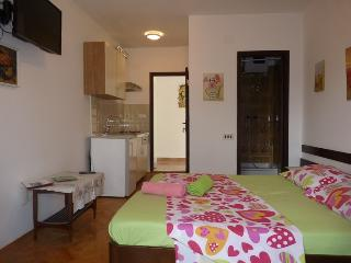 1.Sea view balcony, room, WC, kitchen, WiFi, TV - Jelsa vacation rentals